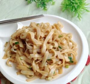 Rice Noodle with Vegetable in Black Bean Sauce